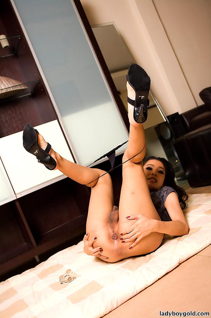 Beautiful Thai Femboy Linda Shows Us Off Firm Butt Cheeks During Upskirt
