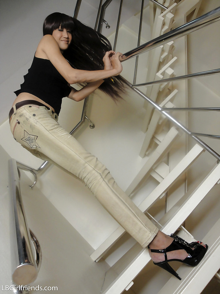 Beautiful Thai Transexual Natalie Wanking In High Heels