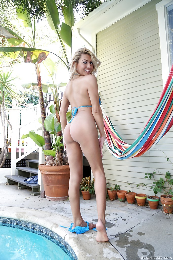 Blond T-Girl Gianna Rivera Shows Us Off Her Breasts Enormous Dick By The Pool