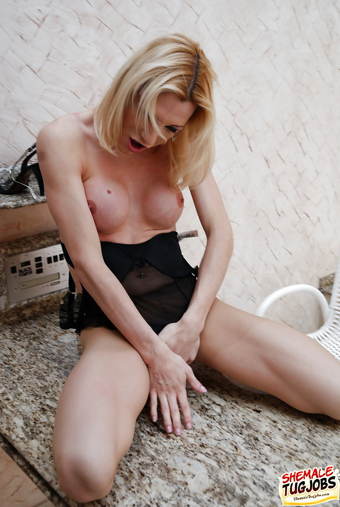 Blonde Solo Model Isabela Davilla Wanking Massive Shemale Tool To Cumshot