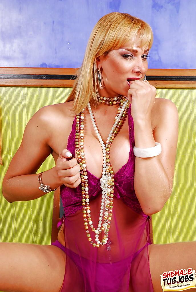 Blonde Solo Transexual Model Walkiria Drumont Masturbating Off Until Cumshot