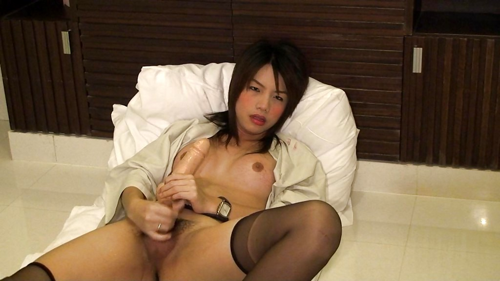 Brunette Thai Transexual Zaza Is Nailing Her Butt With A Enormous Rubber Toy