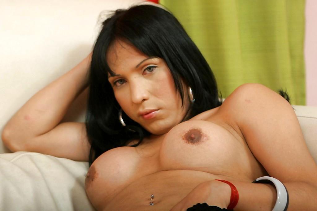 Busty Latina Tranny Vanessa Wanking Off Her Shaved Shedick
