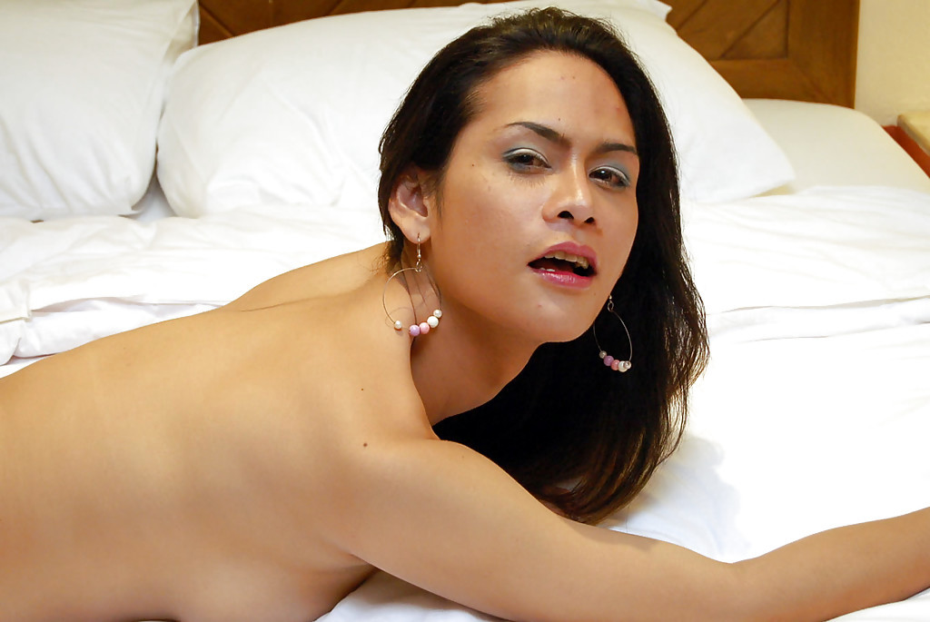 Busty Thai Femboy Phone Removing Jeans To Dildo Anus Before Showering