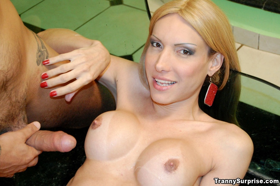 Charming Blonde Latina T-Girl Bia Spences Likes Penis Up Her Bum