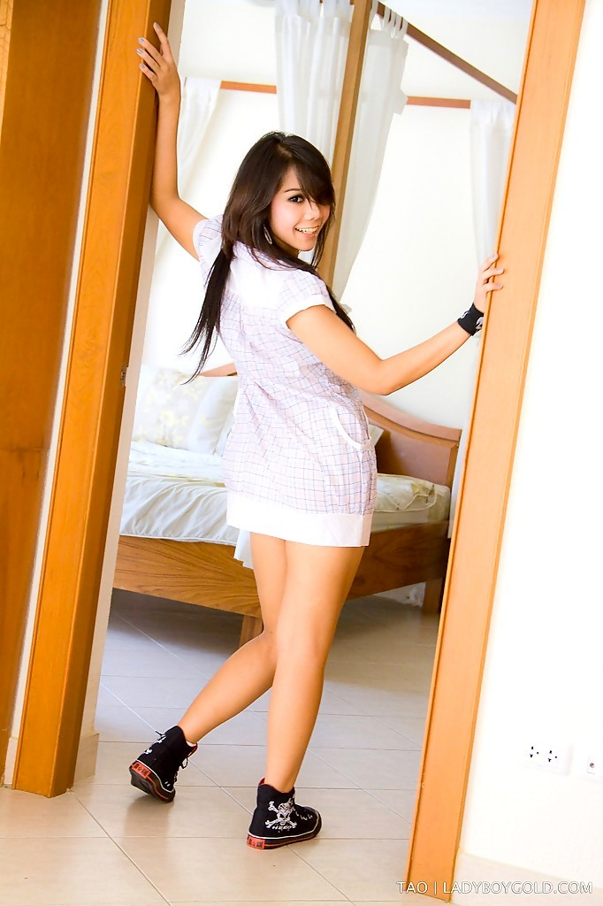 Cute Teen Femboy Tao Toys Her Young Ladyboy Bum With Enormous Sextoy