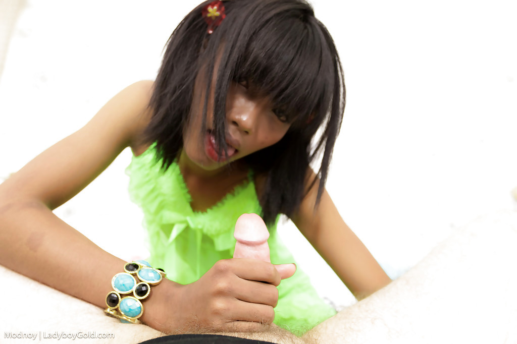 Cute Teen Shemale Modnoy Showing Off Anal Gape After Bum Nailing
