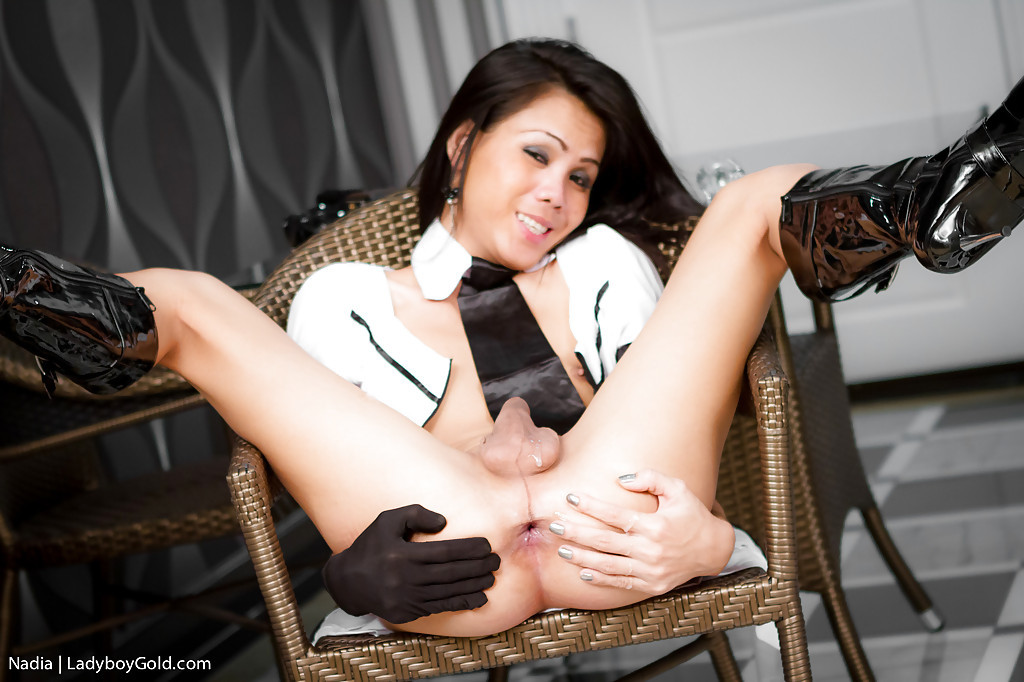 Enormous Bum Asian T-Girl Nadia Spreading Her Buttocks In A Spicy Police Uniform