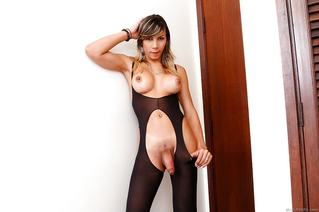 Full Body Pantyhose Accent Tranny Keyce Bittencourt's Huge Tis And Asshole