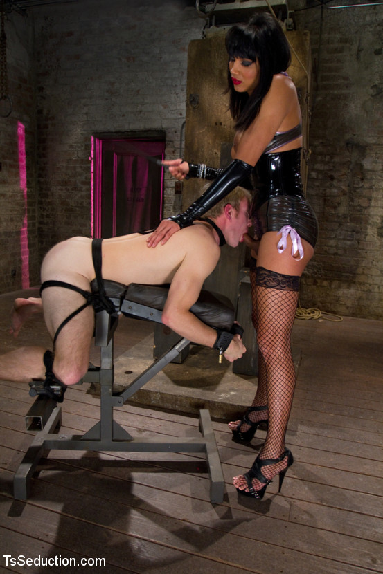 Gorgeous Thai T-Girl Dominatrix Yasmin Lee Stretching Her Slave's Ass-Hole