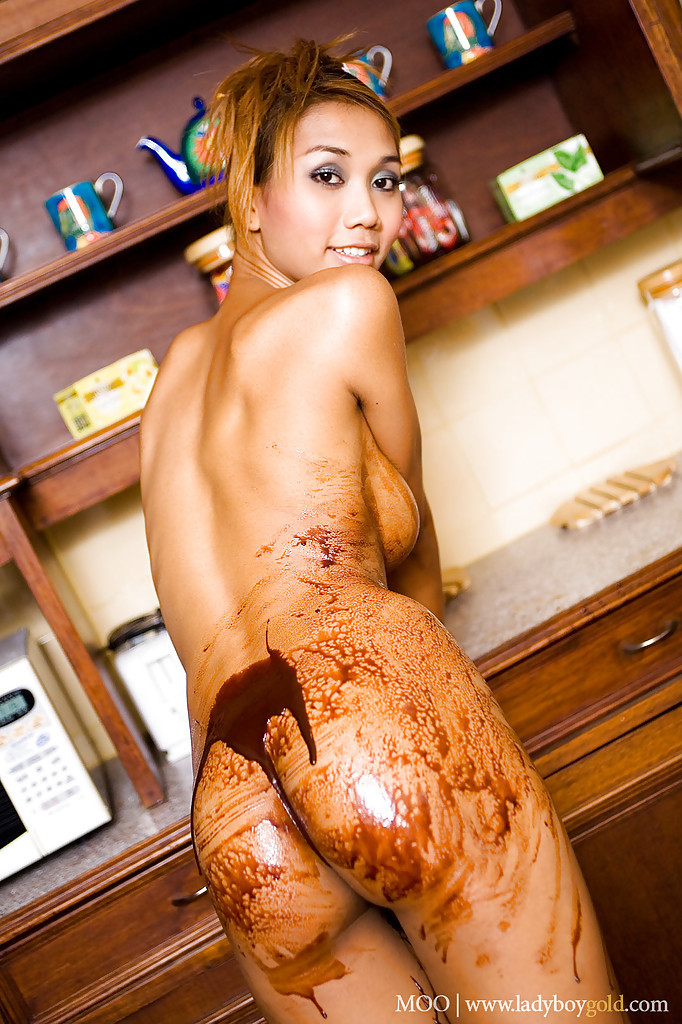 Huge Tit Thai Shemale Moo Having Horny Fun With Chocolate Syrup