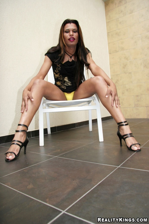 Hungry Latina Shemale Claudya Attacking A Penis With Her Bum In Heels