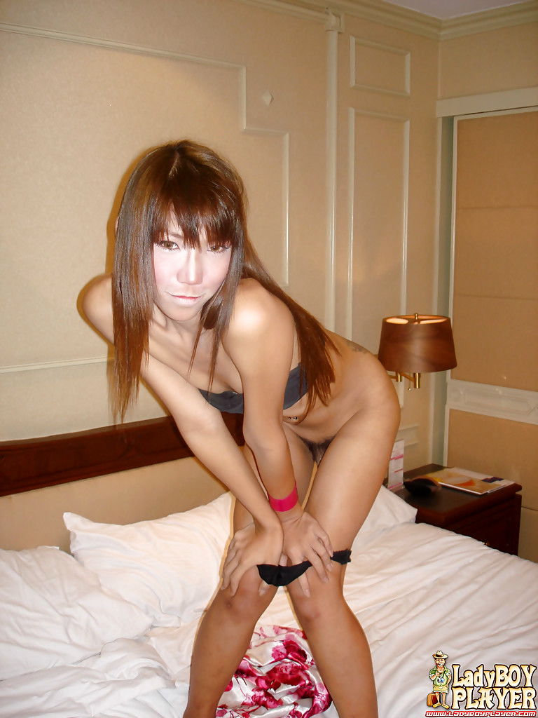 Innocent Asian Transexual Aline Rios Hiking Skirt To Flash Pretty Asshole And Legs