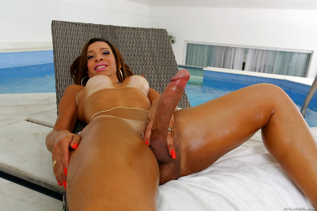 Kissable Latina Tranny Gabrielli Bianco Spreads Her Cheeks And Poses