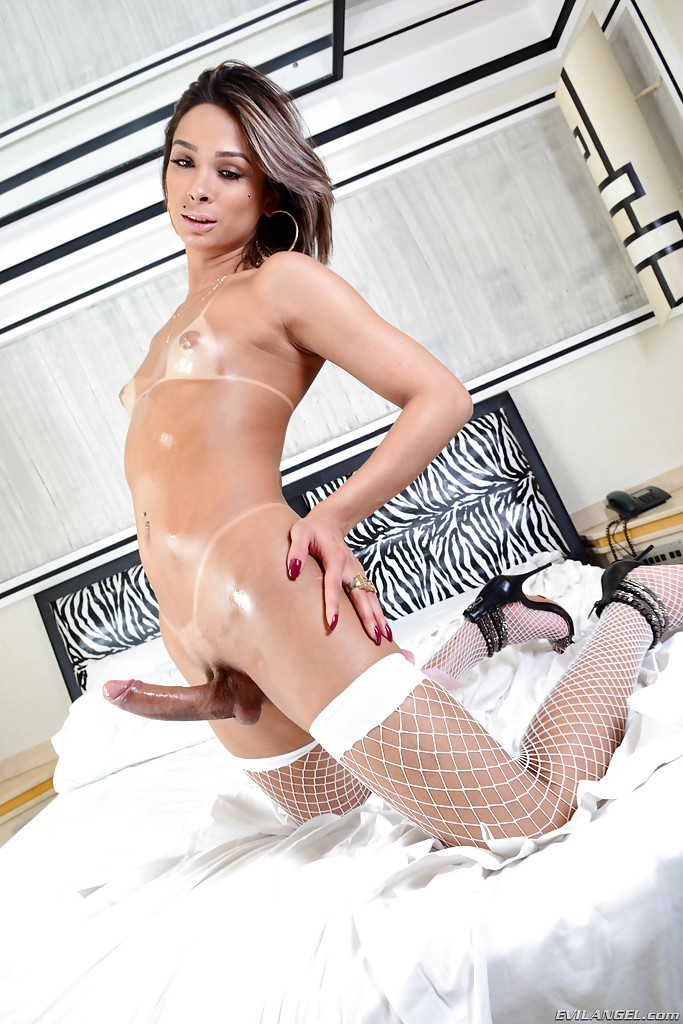 Latin TGirl Bianca Hills May Have Little Boobs But What A Massive Shedick