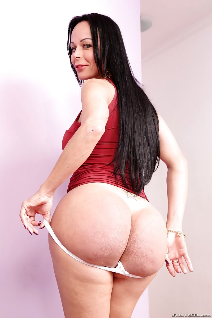 Latina Femboy Paula D'avila Modelling In Bedroom With Knee High Boots