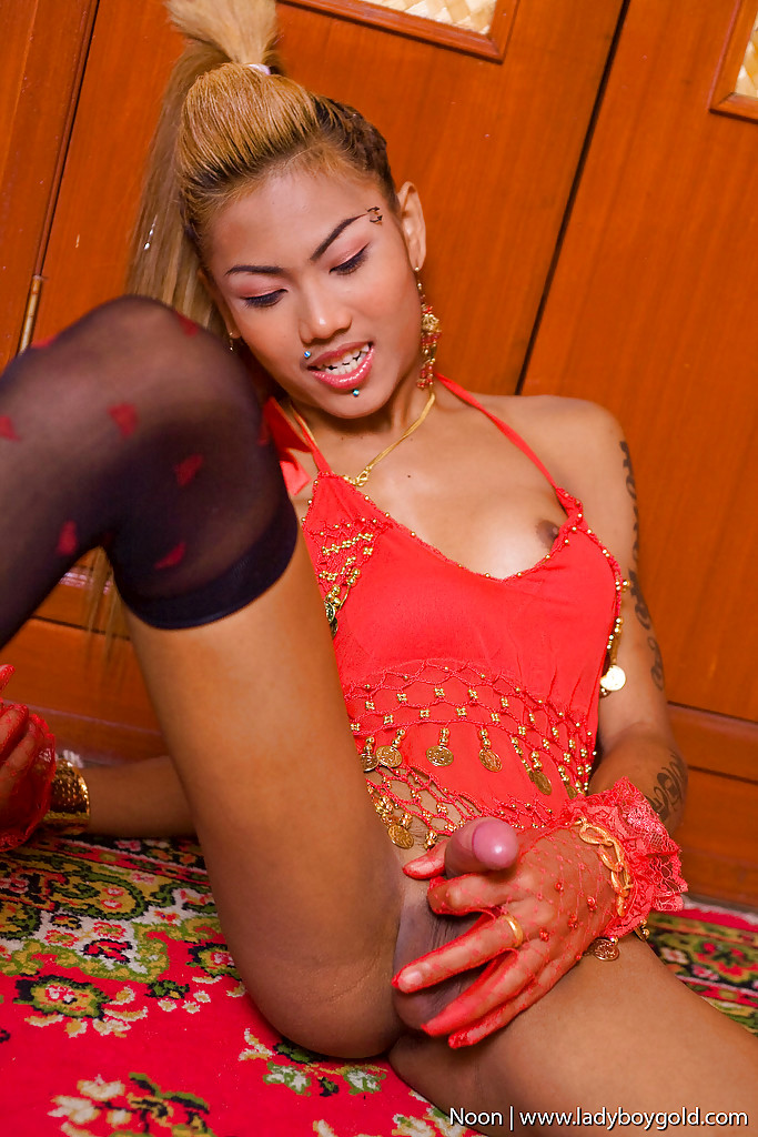 Little Thai Transexual Noon Spreading Her Ass-Hole Cheeks And Wanking