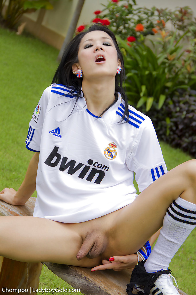 Nasty Asian Tgirl Chompoo Pulls Down Panties Outdoors And Rub's Off
