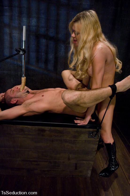 Naughty Blonde T-Girl Jesse Using A Machine To Fuck Her Nasty Friend