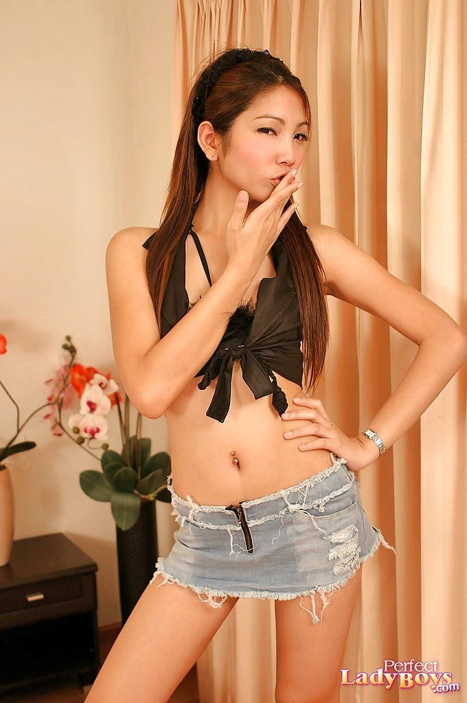 Naughty Young Thai Femboy Lala Girl Wanking On Her Bed In Heels