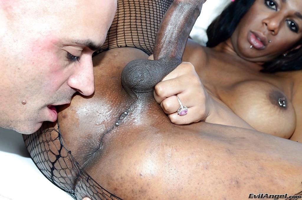 Nerdy Ebony Ladyboy Paris Pirelli Eating Cock And Nailing Vin Deacon's Tool