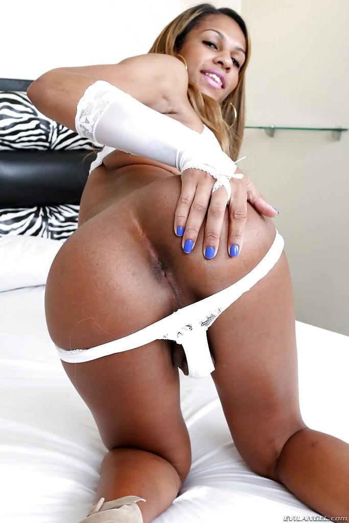 Nice Latina Ladyboy Bianca Cordelly Barebacking Alex Victor