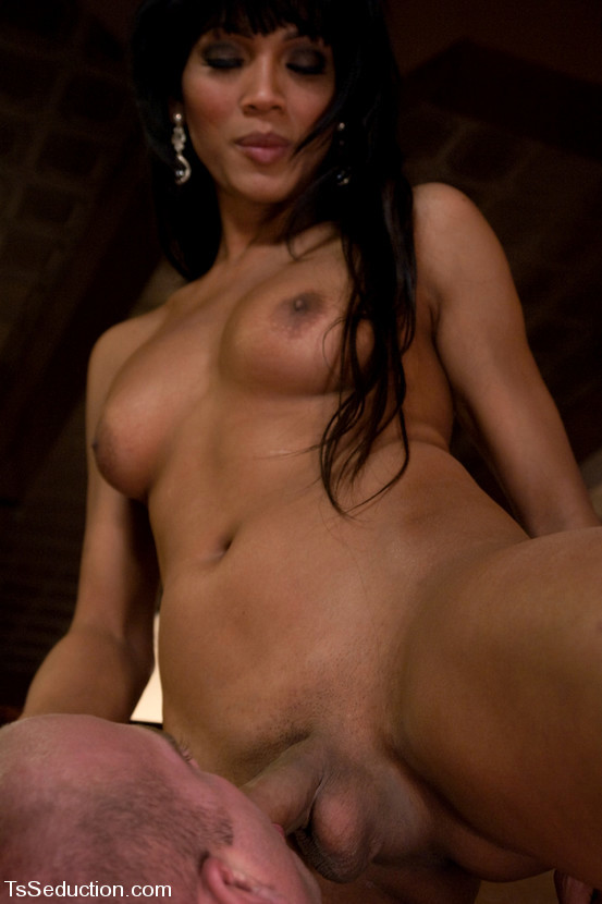 Perfect Thai T-Girl Yasmin Lee Sticking Her Penis Deep Up An Bum