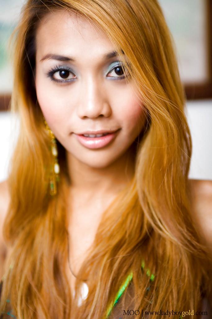 Redhead Thai Transexual Moo Masturbates Her Hairy Small Shedick
