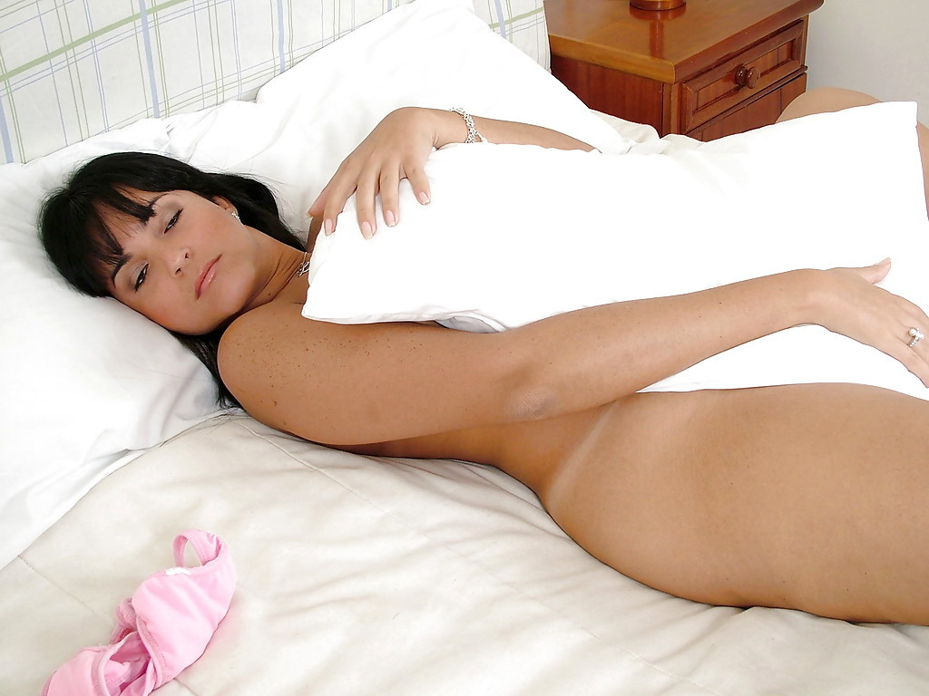 Solo Latina T-Girl Renata Arosio Reveals Tiny Boobs And Huge Ass-Hole