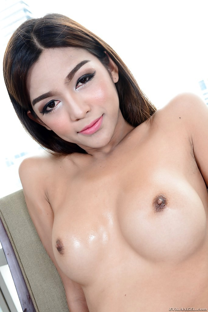 Solo Teen Tgirl Name Baring Pretty Boobs And Wanking Large Shecock