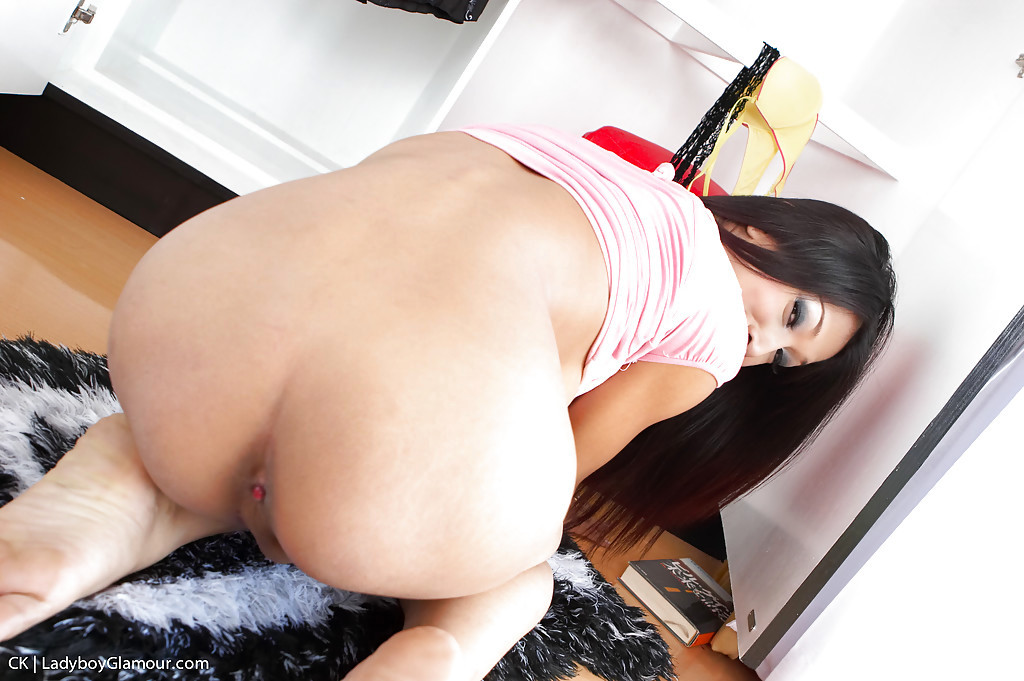 Solo Thai T-Girl CK Toying Her Transexual Bum And Masturbating Uncut Tool