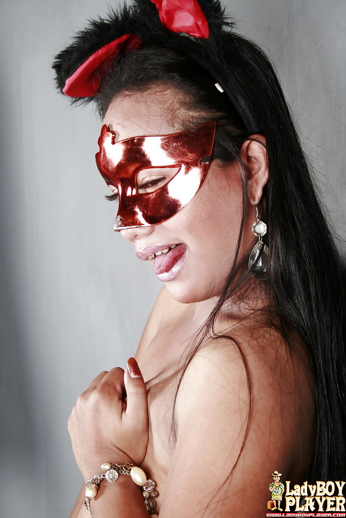 Solo Thai T-Girl Katrina Posing Solo In Blindfold Before Baring Tinie Breasts