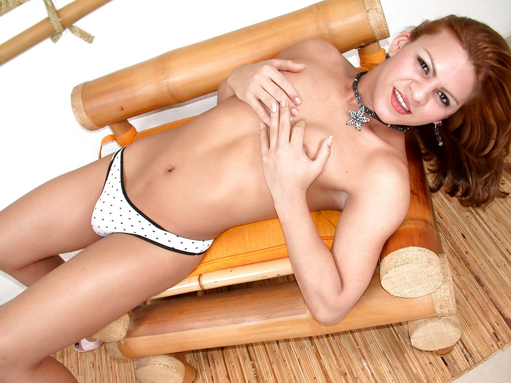 Solo Tranny Model Laurinha Playing With Tiny Boobs And Juicy Shecock