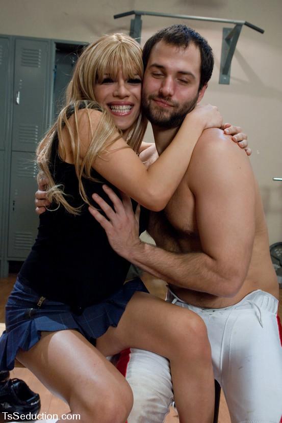 Starved Blonde T-Girl Jesse Enjoying An Bum Nailing In A Locker Room