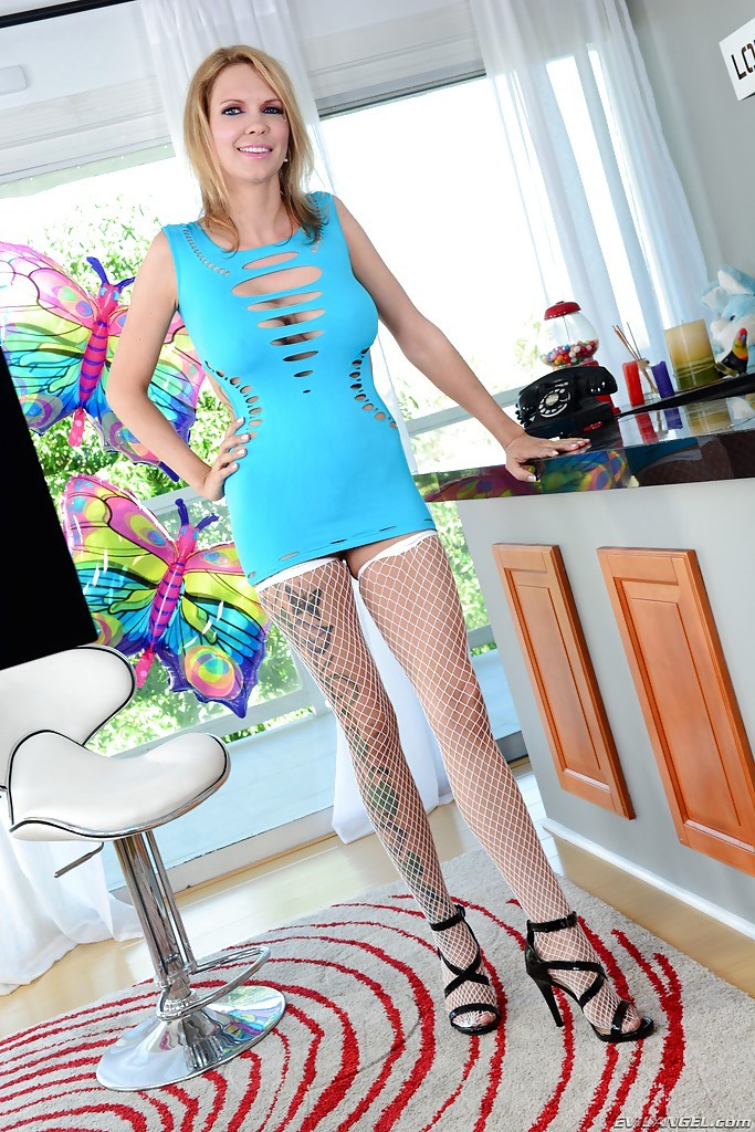 Stocking Clad Blonde T-Girl On Shemale Sex With Rain De Grey And Eva Cassini