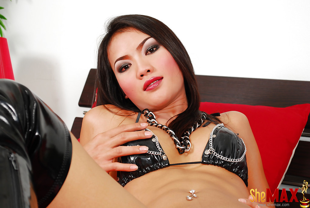 Sweet Solo Thai T-Girl Tutka Wanking Off To Cumshot In Long Boots