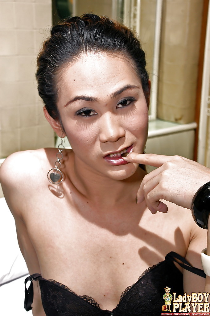 Thai TGirl Jenny Spreading For Masturbation Of Large Shecock