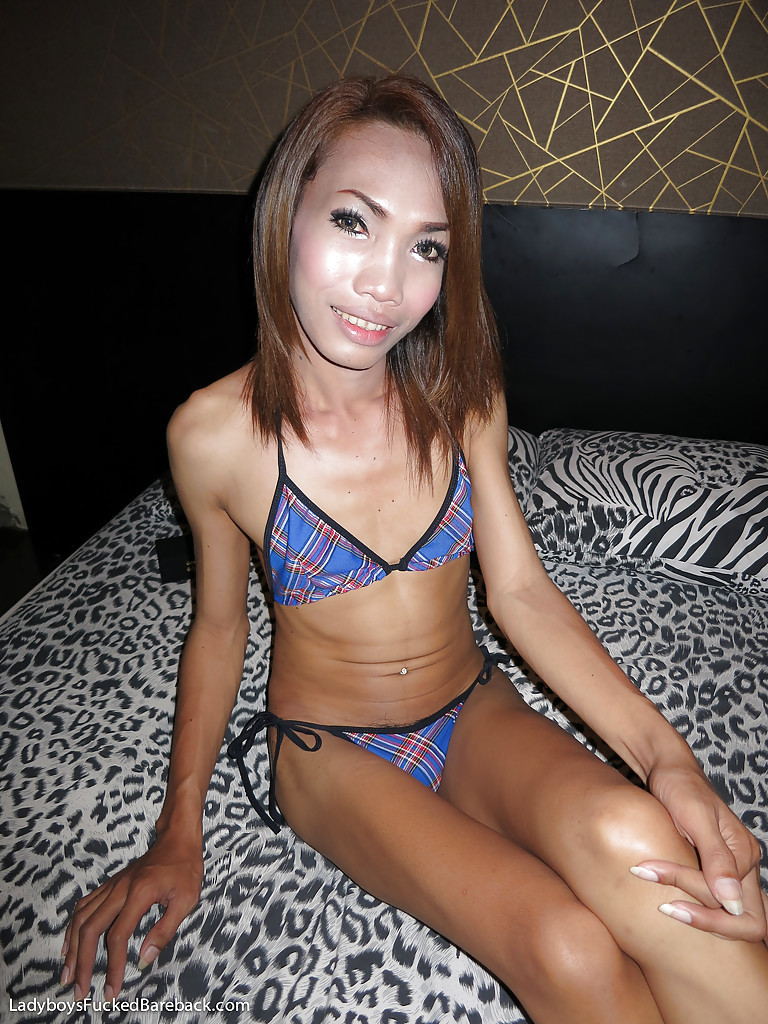 Tinie Thai Tranny Earn Rimming Man's Ass-Hole And Taking Rough BB Butt Banging