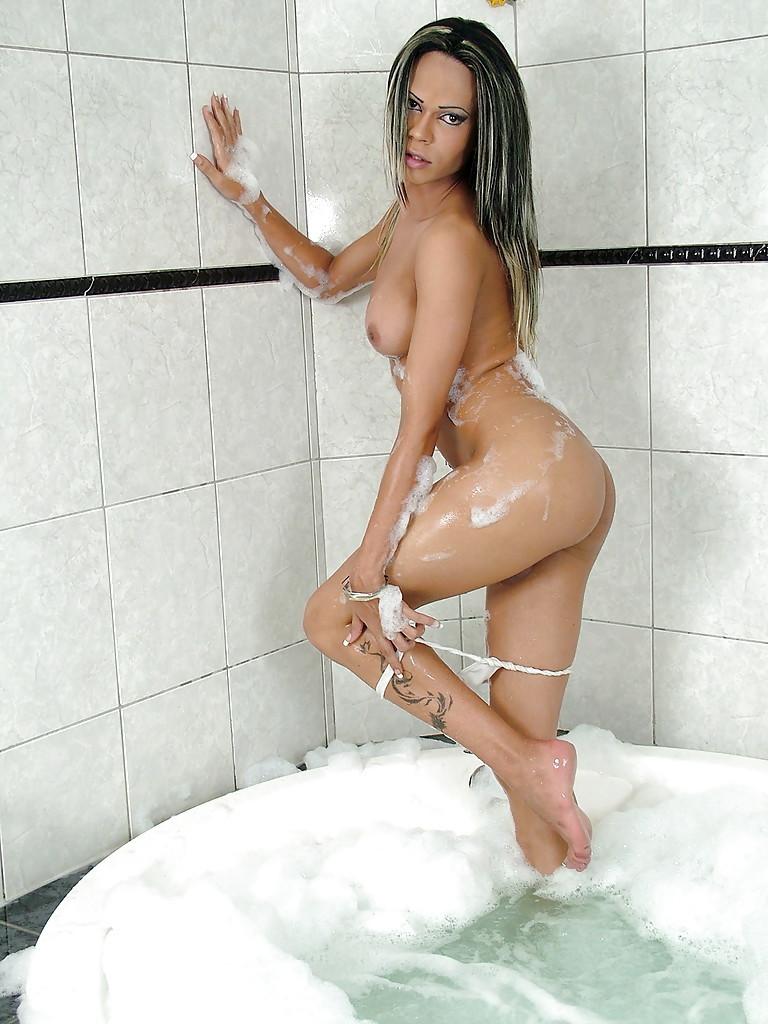 Sensuous Solo Latina T-Girl Ericka Montelli Removing Bikini In Bath