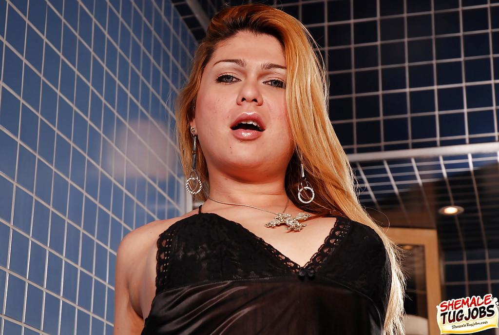 T-Girl Plumper Thamires Garcia Spreading For Display Of Shaved Shecock